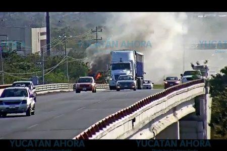 Se quema autobús urbano en el Periférico de Mérida