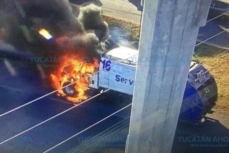 Se incendia camión de Servilimpia en el Periférico