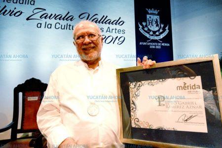 El Ayuntamiento reconoce la aportación cultural de Gabriel Ramírez Aznar