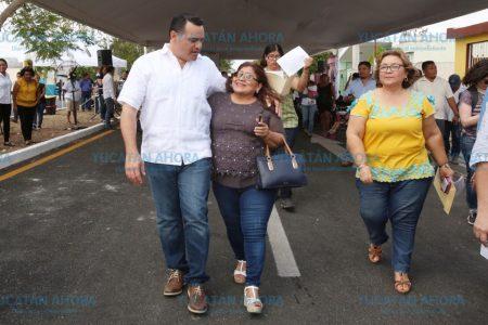 El alcalde Renán Barrera Concha entrega mejoras de vialidad en el Poniente