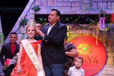 Colorida coronación de los reyes juveniles e infantiles del Carnaval
