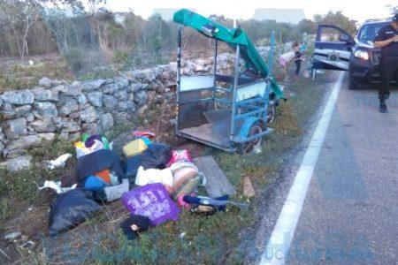 Vuelca mototaxi por exceso de pasajeros: cuatro lesionadas