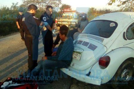 Huye tras chocar y abandona a sus pasajeros lesionados