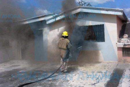Que vengan los bomberos, gritó una joven en la Melchor Ocampo