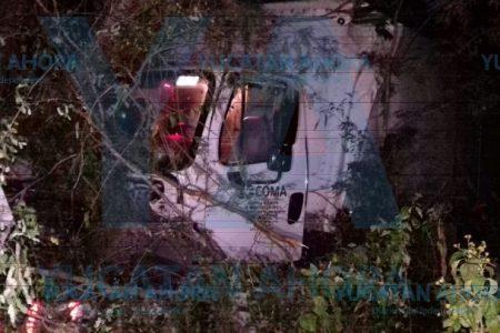 Joven dormita y se accidenta con camión de su empresa