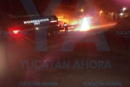 Se quema camioneta abandonada