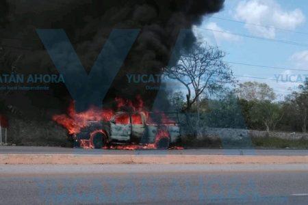 Tabasqueño pierde su camioneta en incendio