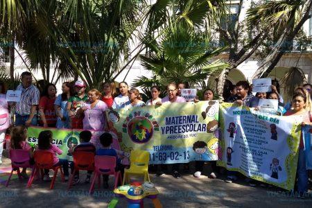 Protesta de niños, padres y encargados de estancias infantiles