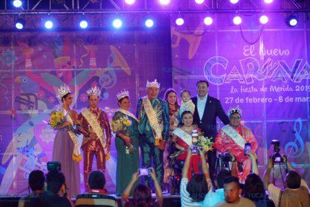 Alegría y diversión en la coronación de los reyes del Carnaval de Mérida