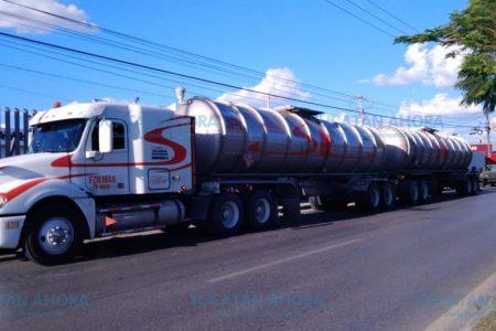 Detienen pipa con 64 mil litros de diésel