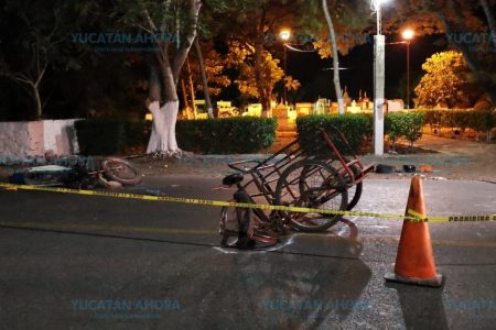 Moto contra triciclo en carretera del sur de Yucatán
