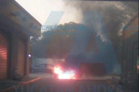 Quemazón de auto en la avenida Jacinto Canek