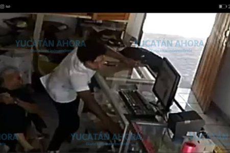 'Nini' aprovecha cansancio de productivo abuelito para robarle 50 pesos