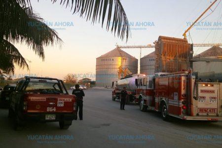Incendio en planta de almacenamiento de granos en el Periférico