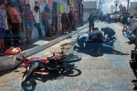 Esposos heridos: un auto embiste su moto
