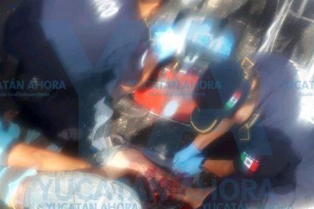 Volquete se mueve en reversa y le aplasta las piernas a un trabajador