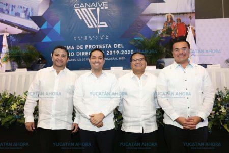 Sin remiendos, Mauricio Vila ofrece impulsar industria del vestido en Yucatán