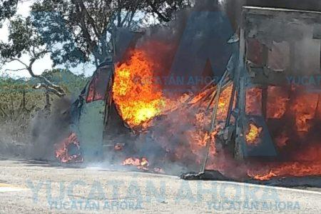 Se quema camioneta del osito Bimbo, con todo y sus panes
