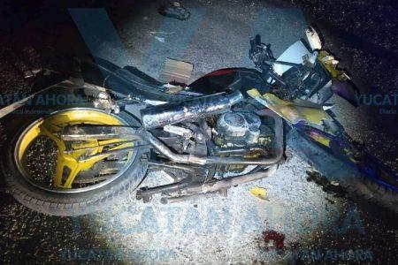 Menor en moto choca un auto y acaba en el hospital
