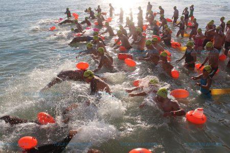 Mayte Ailen y Víctor Sobrino ganan el Oceanman en Sisal