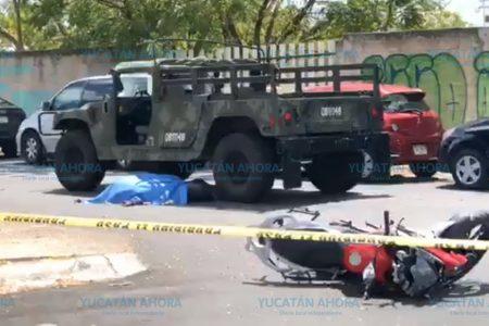 Muere motociclista atropellado por un vehículo militar