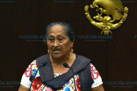 Reconocen a yucateca que difunde el arte maya a nivel nacional e internacional