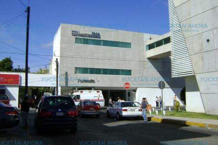 Se cae tinglado en estacionamiento frente al Centro Médico de las Américas