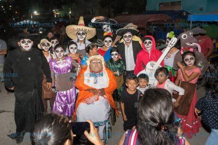 Vecinos de Kinchil derrochan creatividad en el carnaval