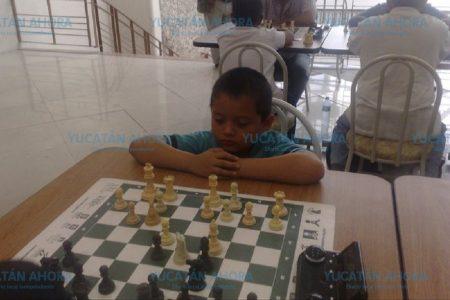 Piden apoyo para joven ajedrecista que convalece de un coma