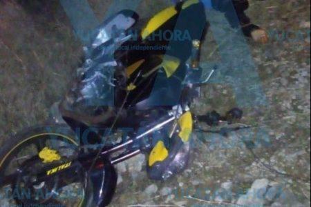 Muere joven motociclista al salirse del camino en una curva