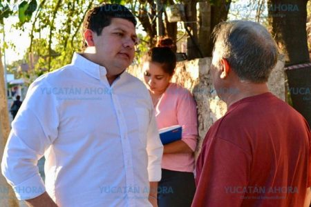 Víctor Merari lleva buenas noticias a vecinos de la Francisco I. Madero