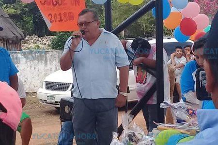 Nada le han enseñado los años al alcalde de Santa Elena