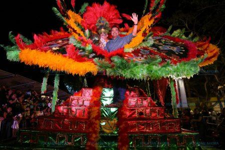 Noche espectacular con el 'Desfile de Fantasía' en Plaza Carnaval