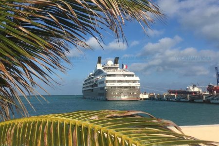 Esposo de Salma Hayek, dueño de crucero de lujo que llegó a Yucatán