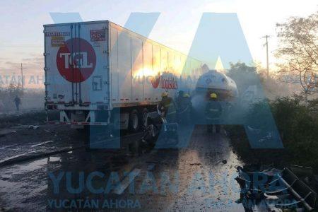 Choca pipa de Tomza y genera una nube de gas en la Mérida-Motul