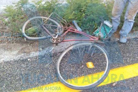 Ciclista provoca accidente carretero