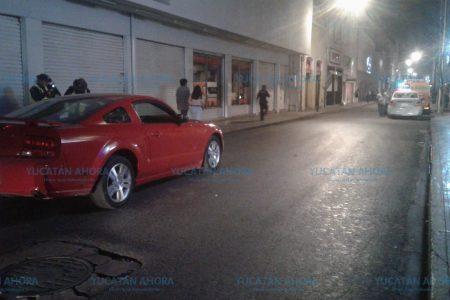 Ebrio causa carambola de tres vehículos en el centro de Mérida