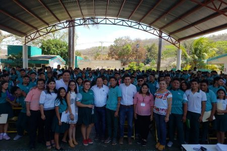 Llegan a Tekax apoyos federales para campesinos y jóvenes estudiantes