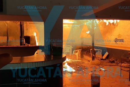 "Se incendia de la nada bar ""El Chavito"" en Tizimín"