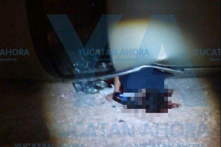 Trágica volcadura: conductor acaba con medio cuerpo fuera del auto