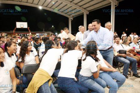 Renán Barrera inaugura techado que beneficia a dos escuelas