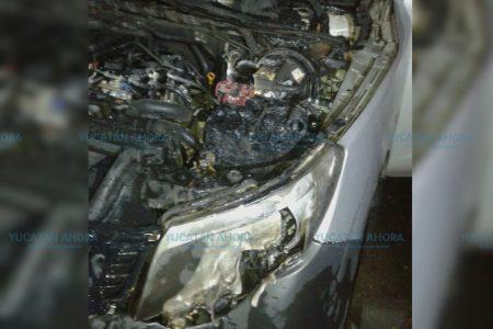 Se incendia su camioneta por un cortocircuito en la batería