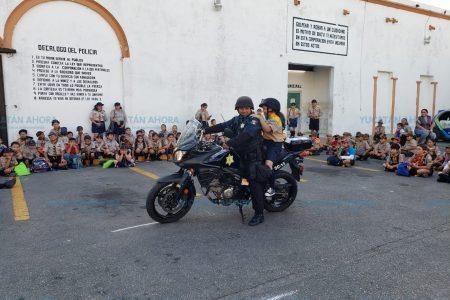 Scouts visitan la Policía Municipal de Mérida