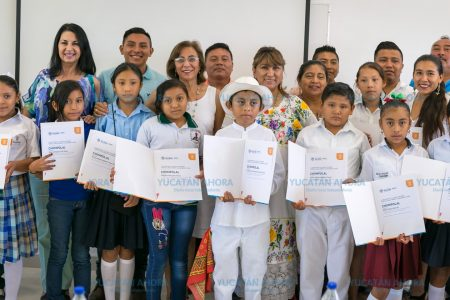 Con 'Sangre regada', niño de Tahdziú gana concurso de cuento en maya