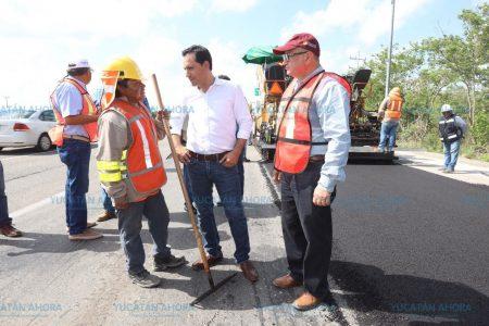 Mauricio Vila supervisa trabajos en la carretera Mérida-Progreso