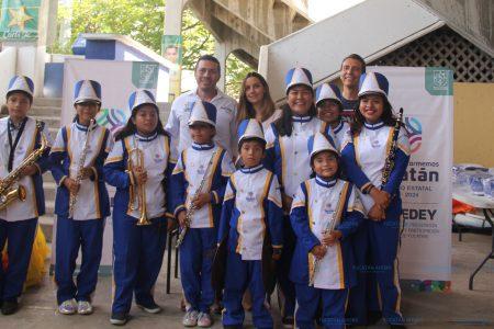 Estrena uniformes banda de marcha Muuk' Báalam