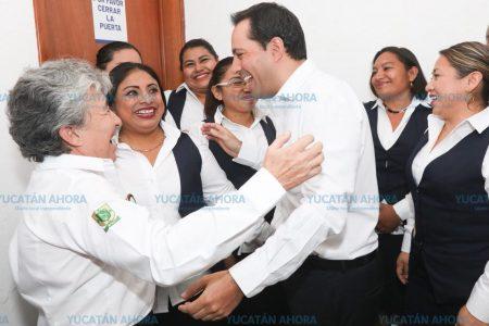Dan el 10 de mayo a madres trabajadoras del Gobierno de Yucatán