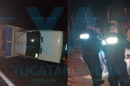Tres heridas al volcar tras ser chocadas por auto que huye