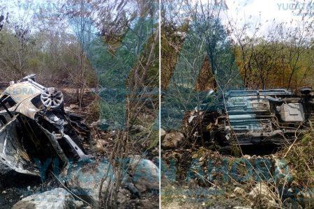 Abuelito se salva de morir quemado al volcar de cabeza con su camioneta