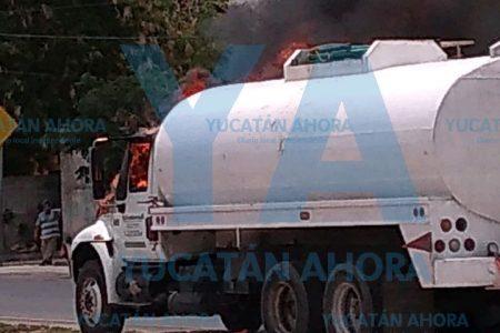 'Oloroso' incendio en el Periférico de Mérida